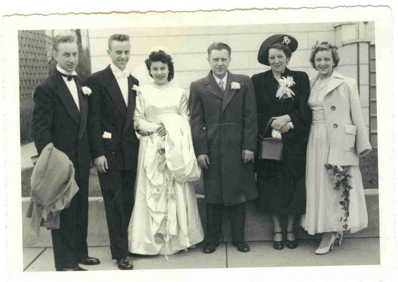 FAMILY AT WEDDING OF FRANK & LORRAIANE